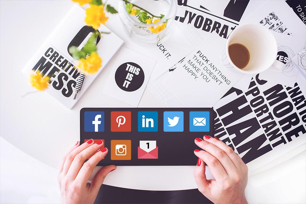 intelligente Tastatur mit Social Media Buttons