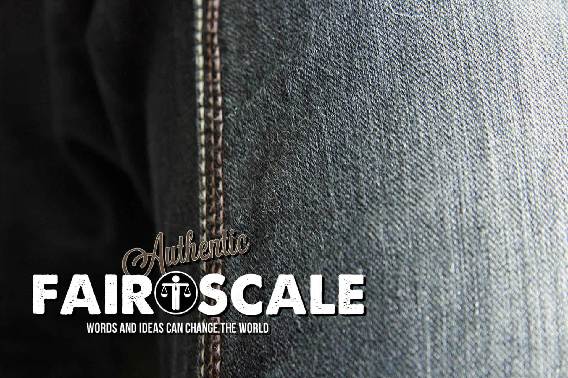 Fairscale Logo auf Jeans